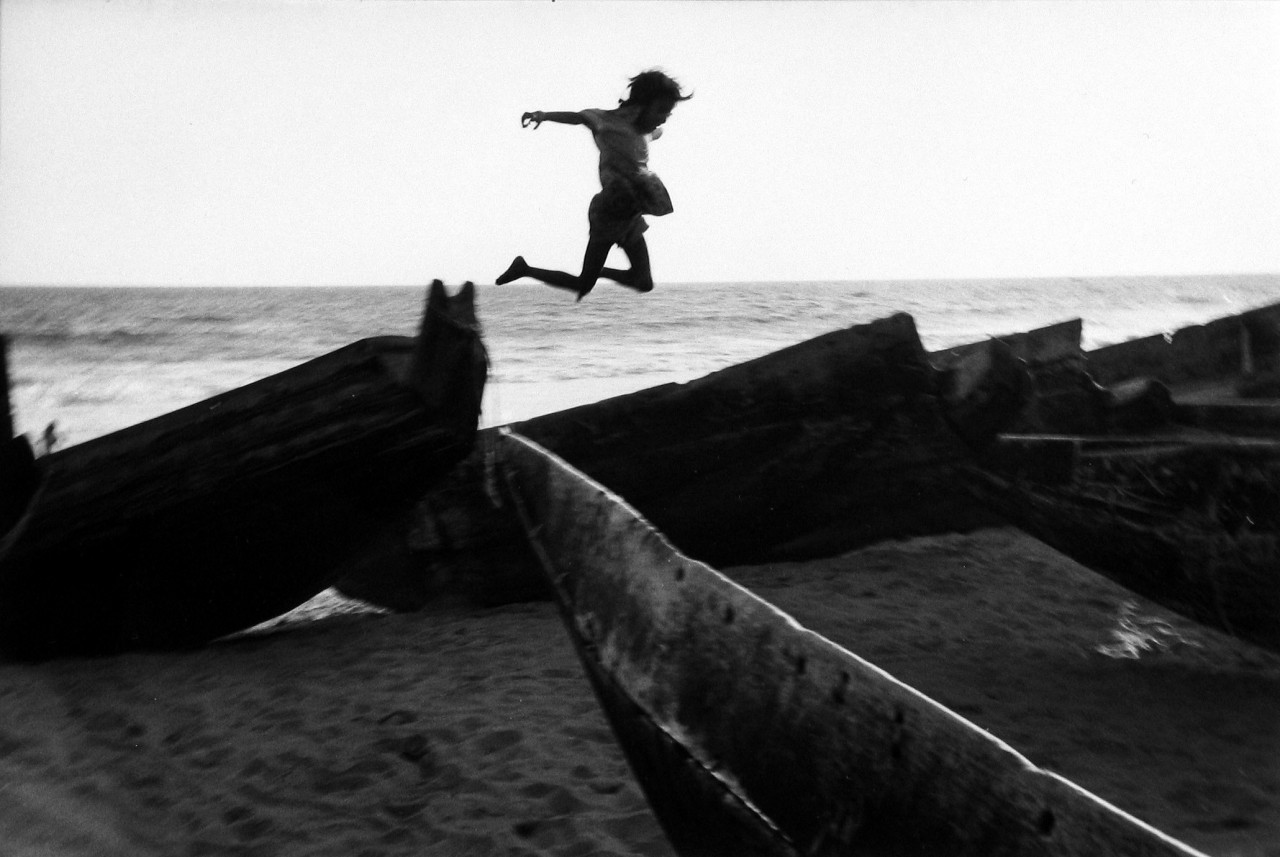 Прыжки. Город Пури, Индия, 1980. Фотограф Мартина Франк