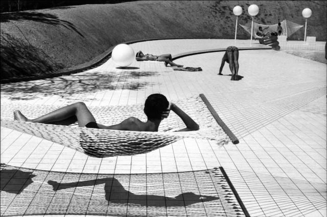 Лето у бассейна, Прованс, 1976. Фотограф Мартина Франк