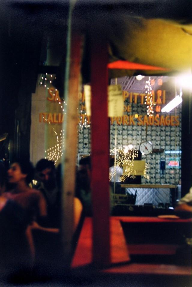 Фестиваль Сан-Дженнаро, Нью-Йорк, 1958. Фотограф Сол Лейтер