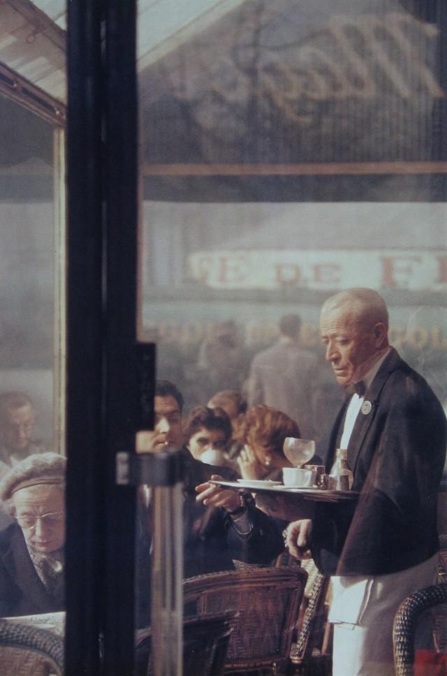 Официант, Париж, 1959. Фотограф Сол Лейтер