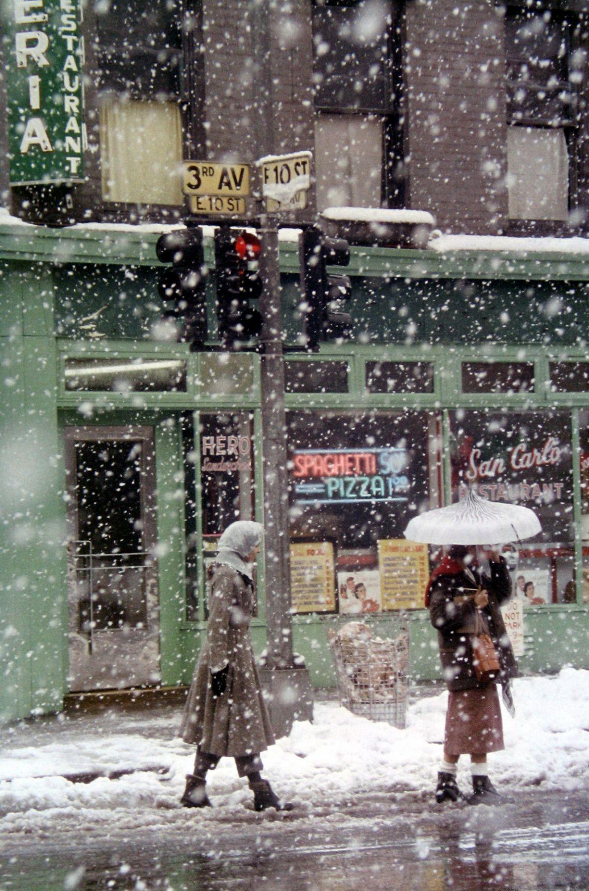 Ресторан Сан-Карло рядом с квартирой Лейтера, 1952. «Я был очень ленив и привязан к своему району». Фотограф Сол Лейтер