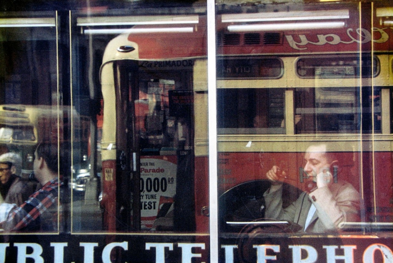 Телефонный разговор, 1957. Фотограф Сол Лейтер