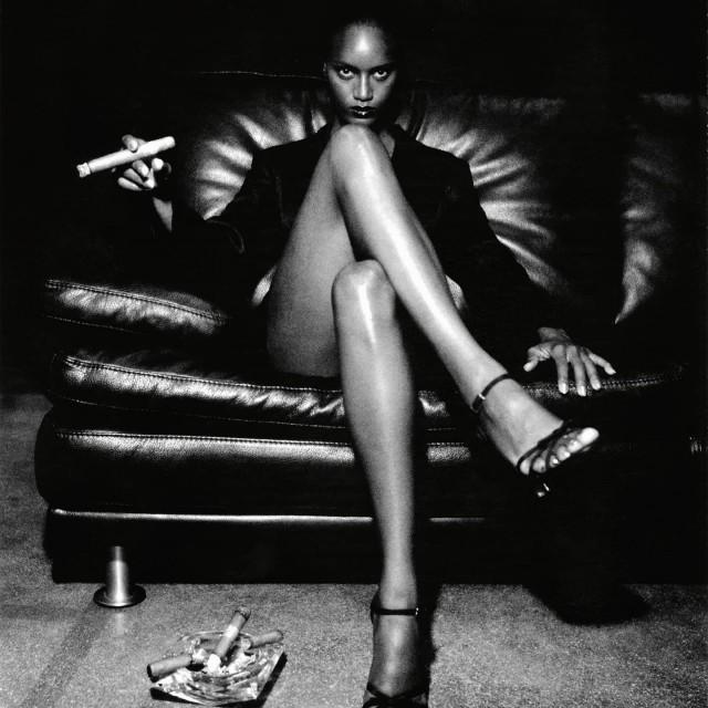 Модель с сигарой. Фотограф Хельмут Ньютон