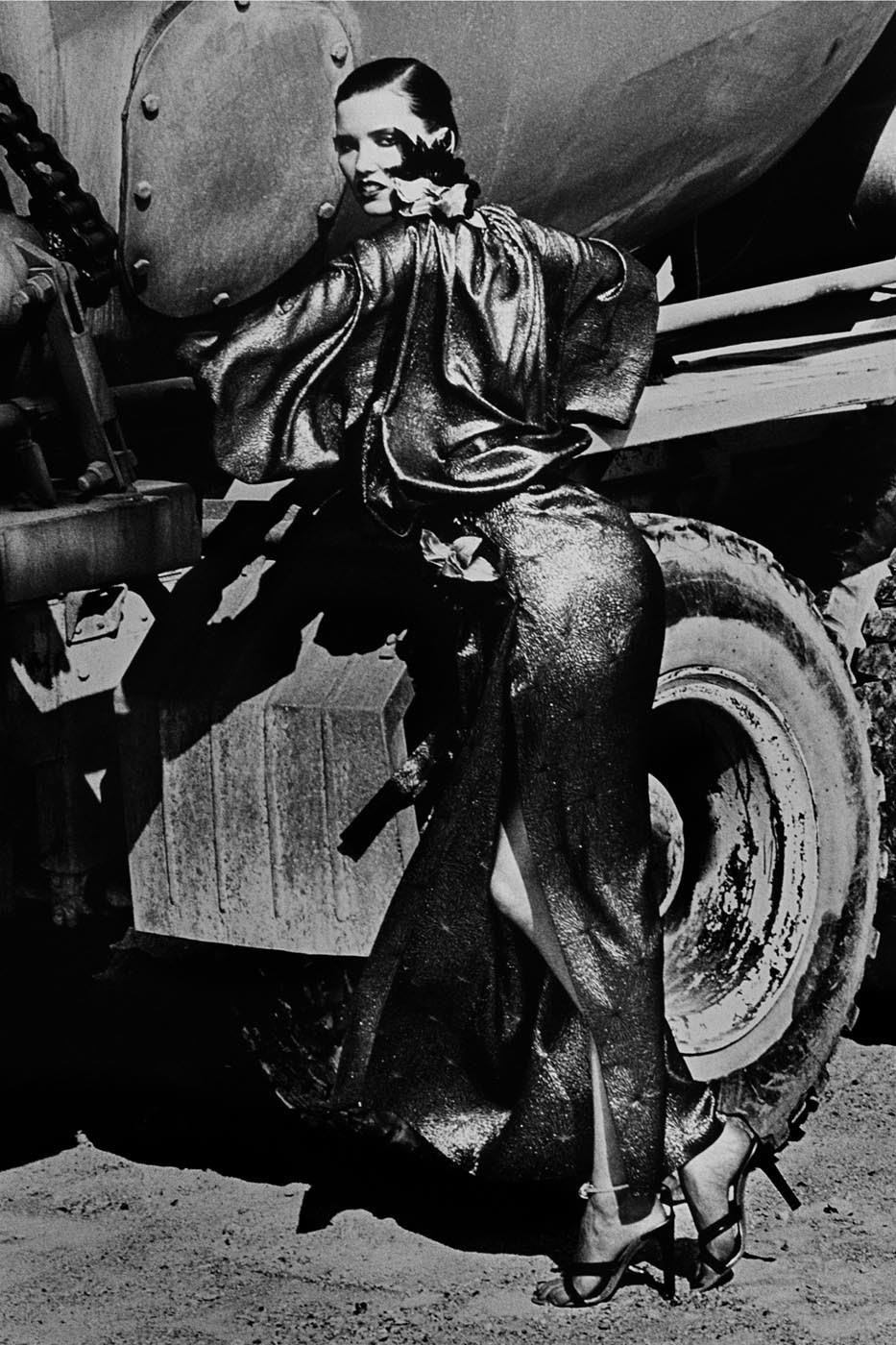 Стоянка грузовиков, 1985. Фотограф Хельмут Ньютон