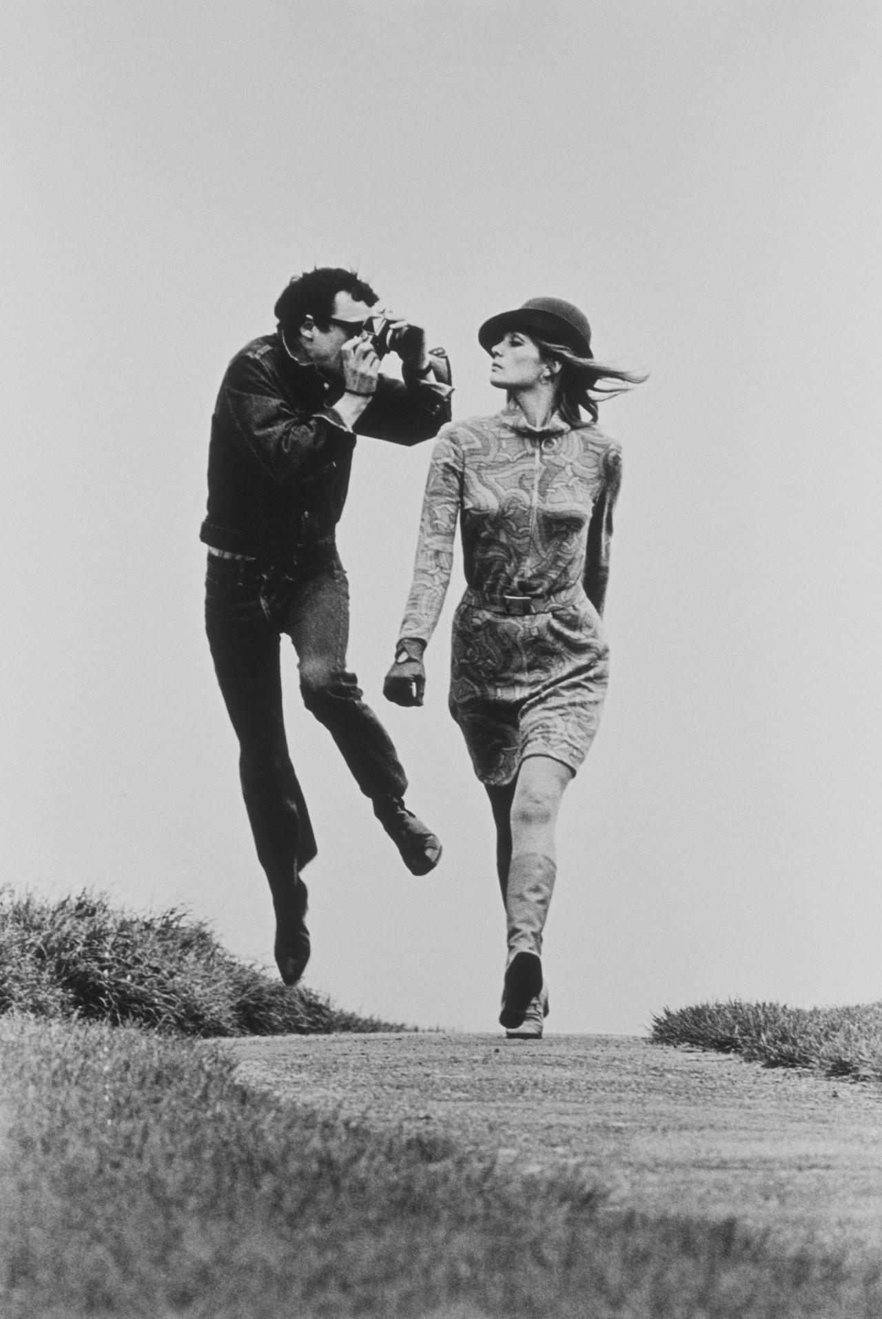 Съёмка в движении, British Vogue, ок. 1967. Фотограф Хельмут Ньютон