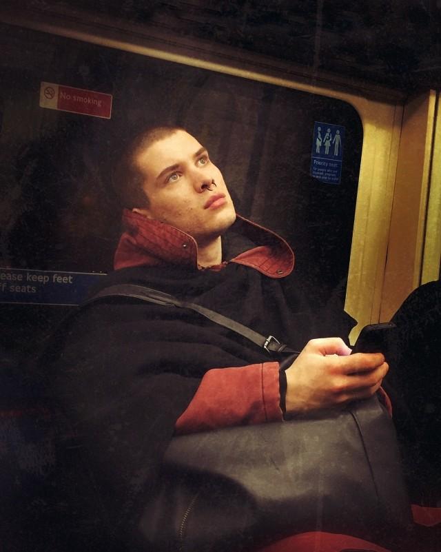 Пассажир лондонского метро. Автор Мэтт Крэбтри