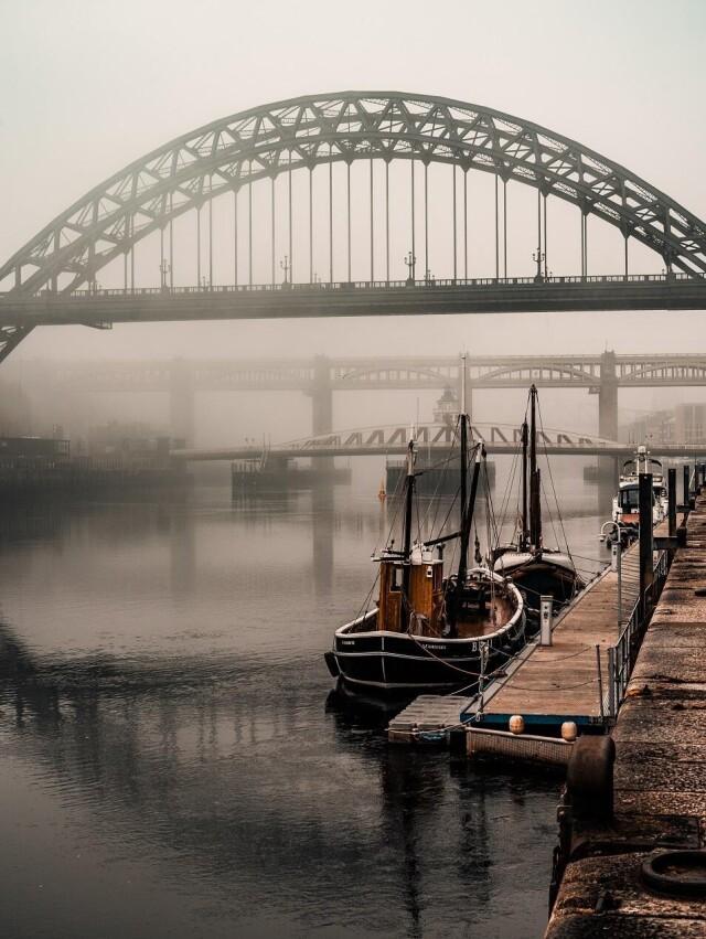 Старая лодка на реке. Автор longshot