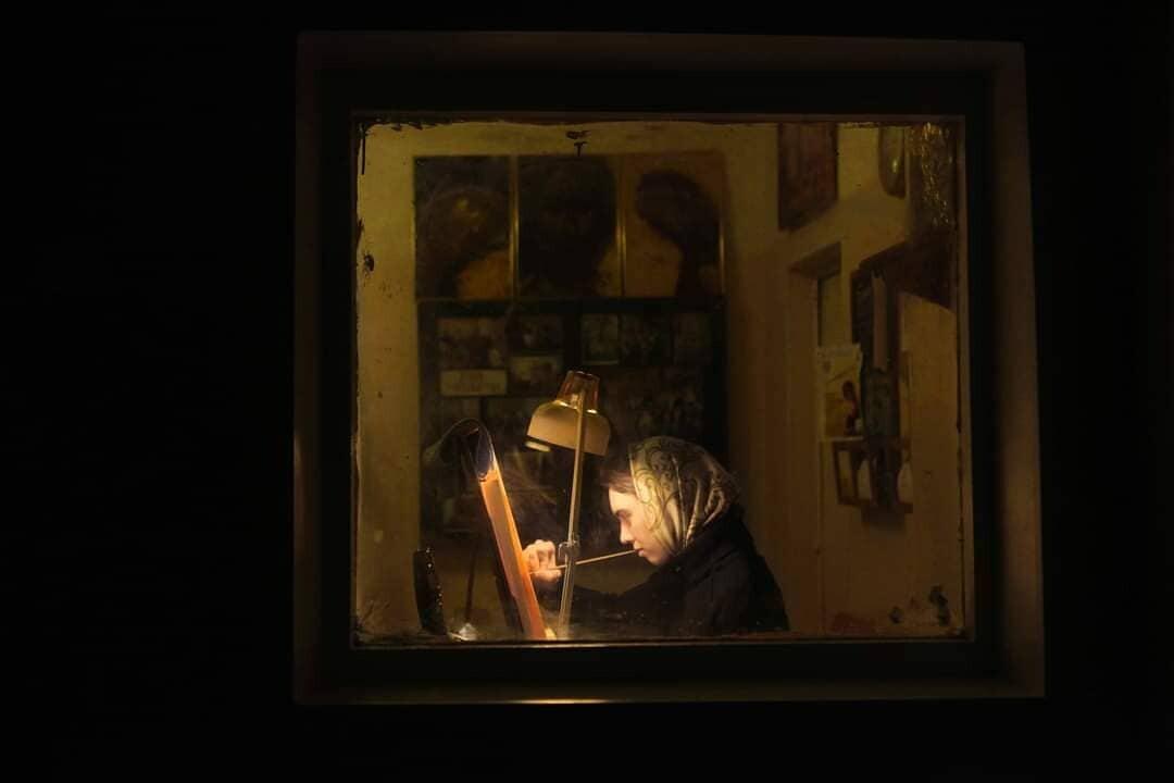 Девушка пишет икону. Санкт-Петербургская семинария. Фотограф Сергей Максимишин