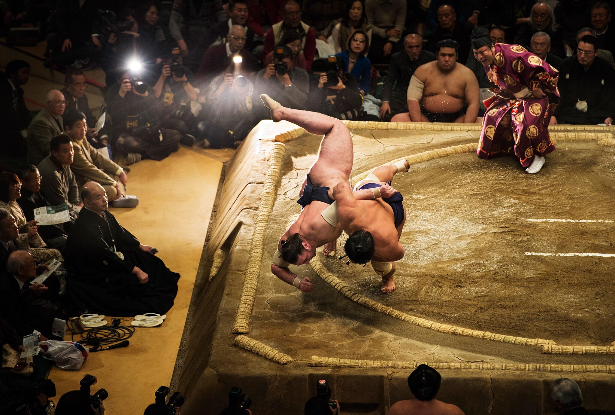 Бросок сумо. Фотограф Джоэл Марклунд
