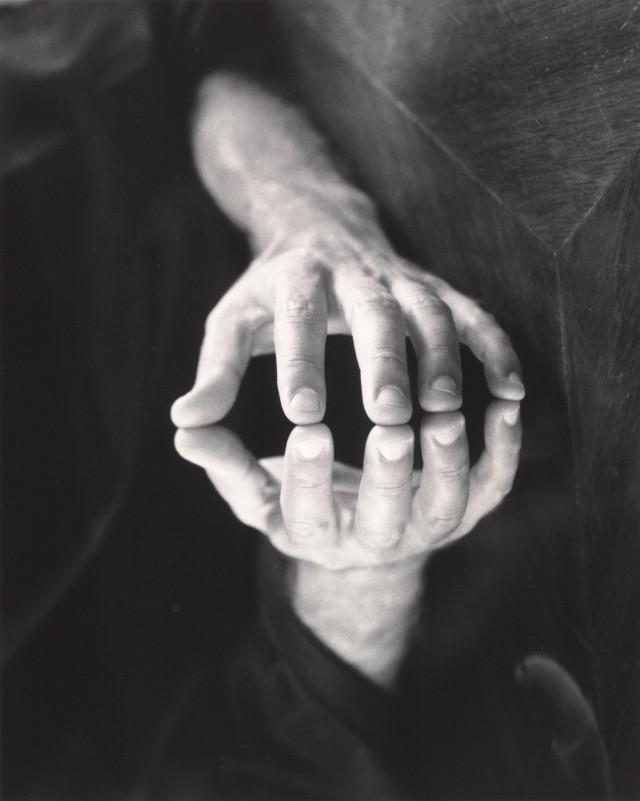 Руки Лео Кеосаяна, 1973. Фотограф Имоджен Каннингем
