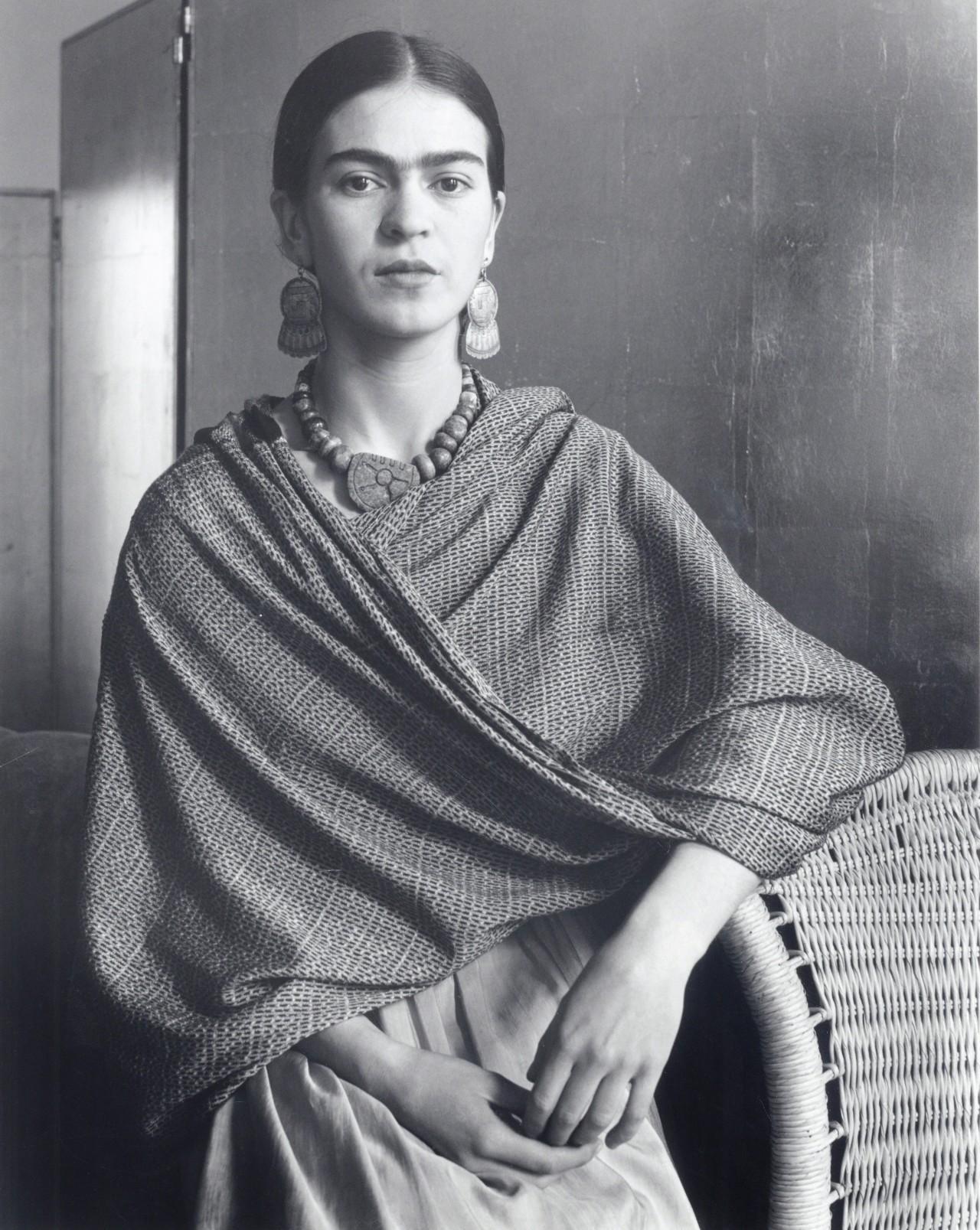 Фрида (Стоящая у корзины), 1931. Фотограф Имоджен Каннингем