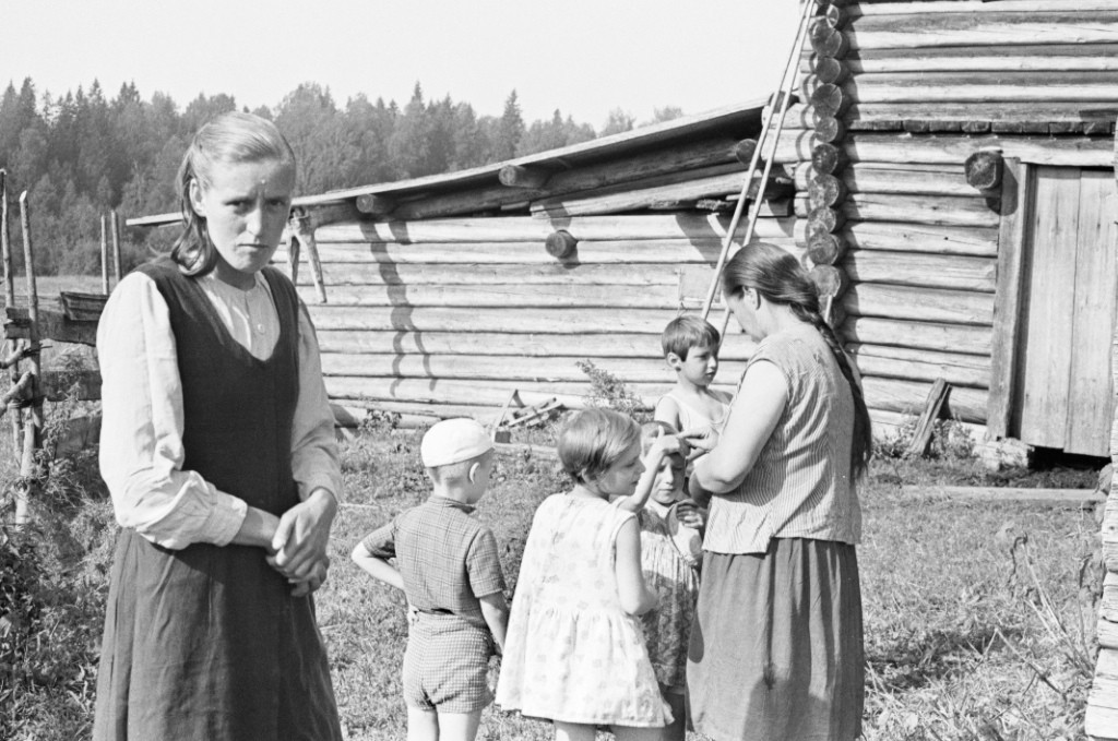 Семья. Село в Вологодской области, 1969