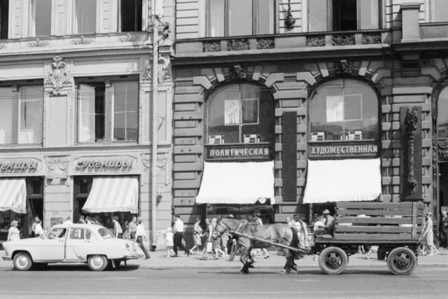 Невский проспект, Санкт-Петербург, 1968. Фотограф Игорь Пальмин