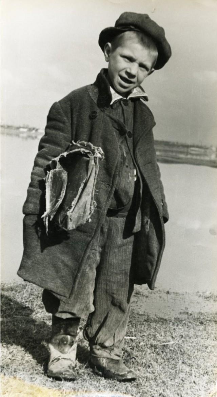 Прогульщик занятий. Воронеж, 1953. Фотограф Игорь Пальмин
