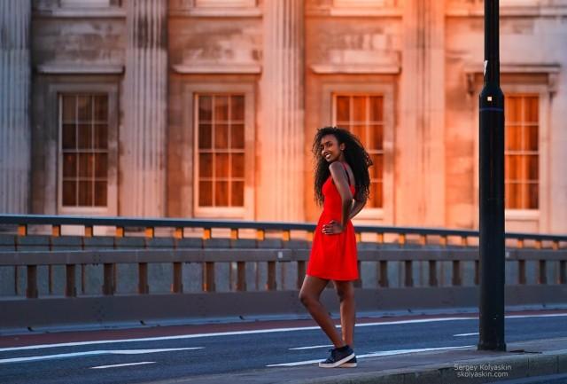 Girl on the street of London. Photographer Sergey Kolyaskin