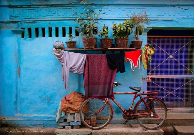 Fragments of the life of the ancient city of Varanasi. Photographer Sergey Kolyaskin