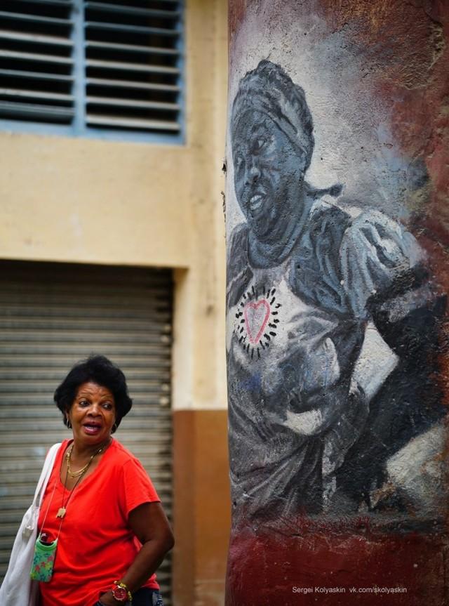 Ladies chatting, Cuba. Photographer Sergey Kolyaskin