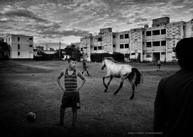 Courtyard football, Cuba. Photographer Sergey Kolyaskin