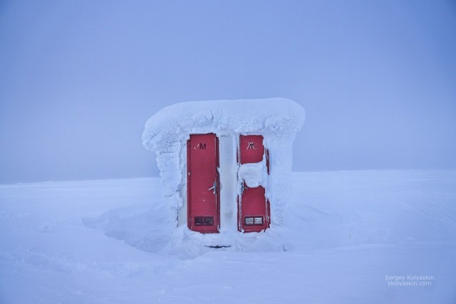 A toilet at the end of the world. Photographer Sergey Kolyaskin