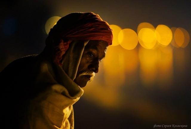 Portrait on the banks of the Ganges. Photographer Sergey Kolyaskin