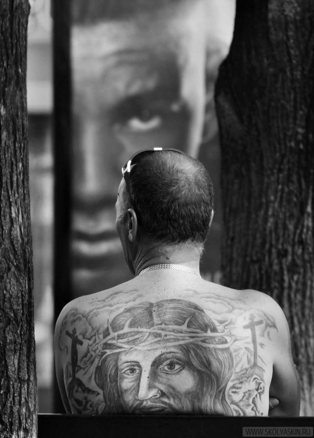 Он следит за тобой. Фотограф Сергей Коляскин