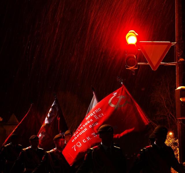Марш краснознаменного 79-го полка. Фотограф Сергей Коляскин