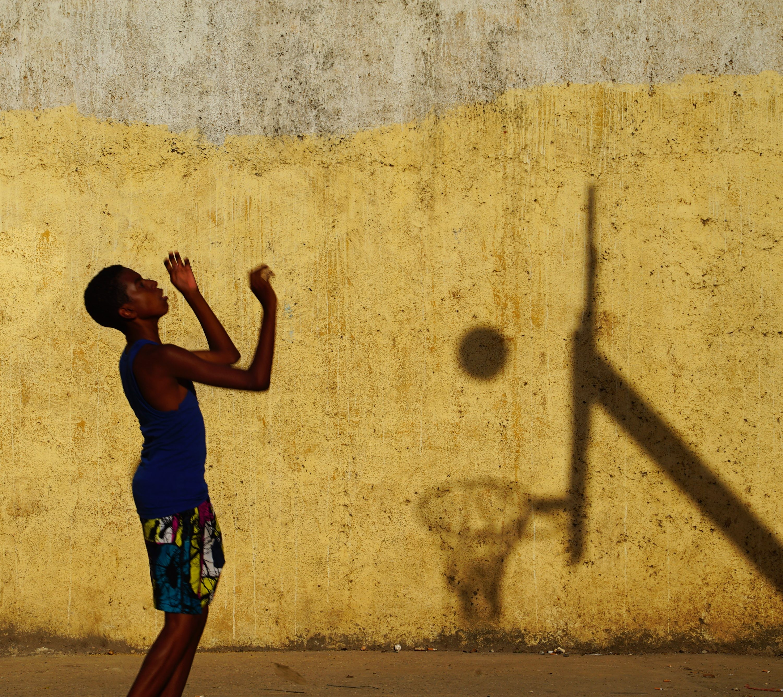Баскетбол. Игра с тенью, Куба. Фотограф Сергей Коляскин