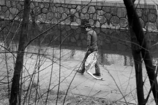 Человек с птицей. Фотограф Уте Малер