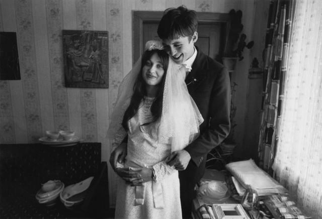 Молодожёны. Из серии «Жизнь вместе», 1974–1984. Фотограф Уте Малер