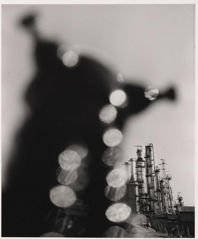 Нефтехимический завод. Йоккаичи, Миэ, 1960. Фотограф Сёмэй Томацу