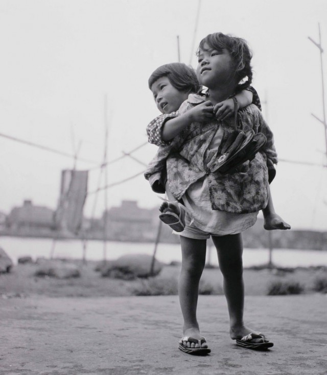 Сёмэй Томацу: фотографии, в которых отразились последствия атомных взрывов и культурной оккупации Японии