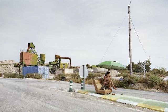 Будни проституток с испанских дорог в фотопроекте «Игра в ожидание»