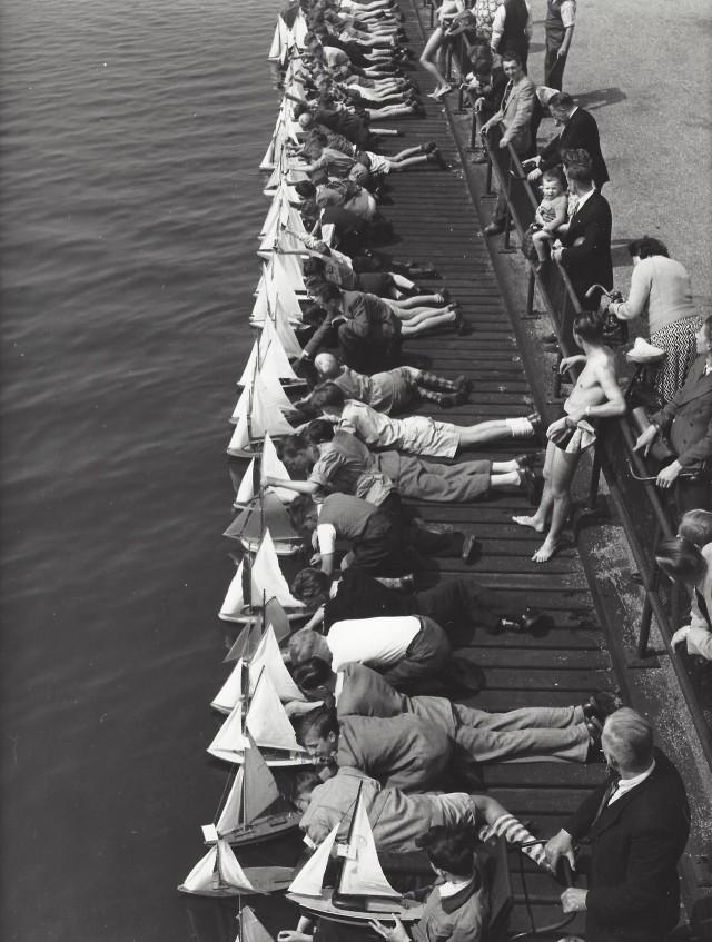 Любители корабликов, Амстердам, 1948–1953. Фотограф Кис Шерер