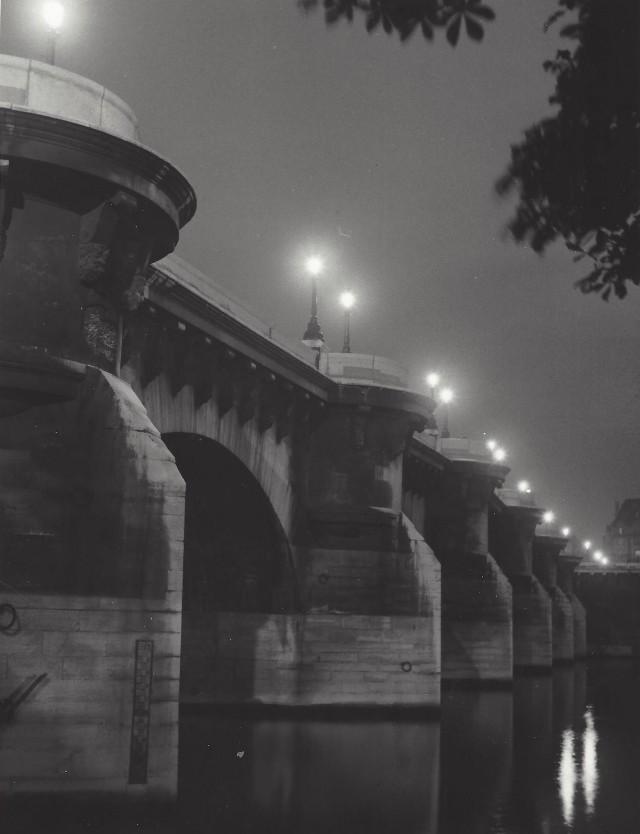 Пон-Нёф, старейший из мостов Парижа через Сену, 1950-е. Фотограф Кис Шерер