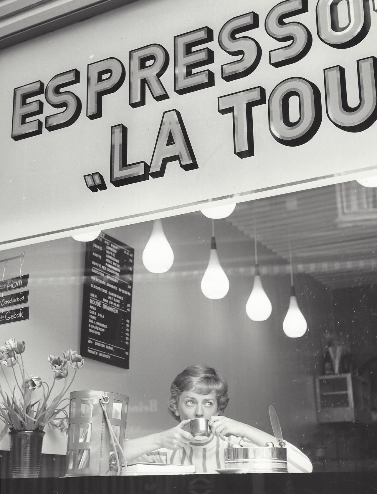 Эспрессо-бар, Амстердам, 1960-е. Фотограф Кис Шерер