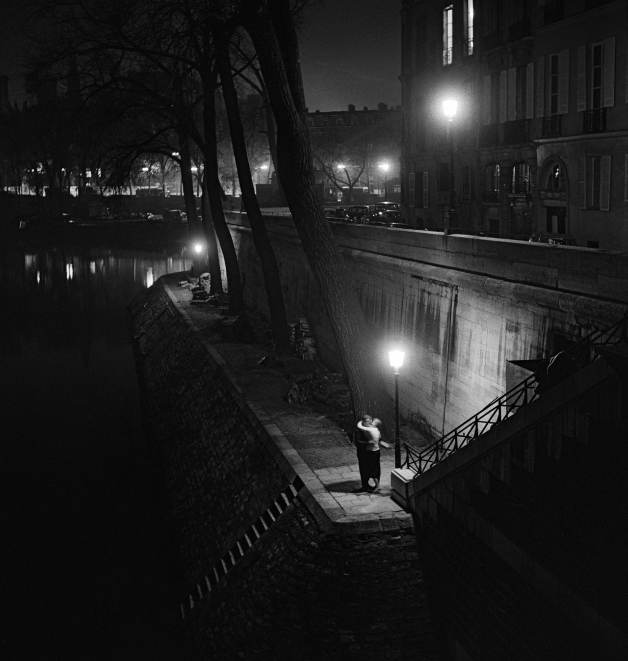 Целующаяся пара, Париж, 1950-е. Фотограф Кис Шерер