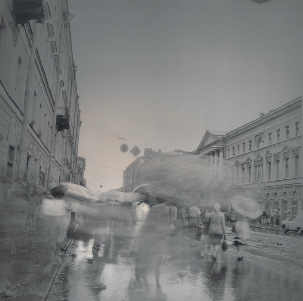 Зонтики, 1995. Чёрно-белая магия Санкт-Петербурга.  Фотограф Алексей Титаренко