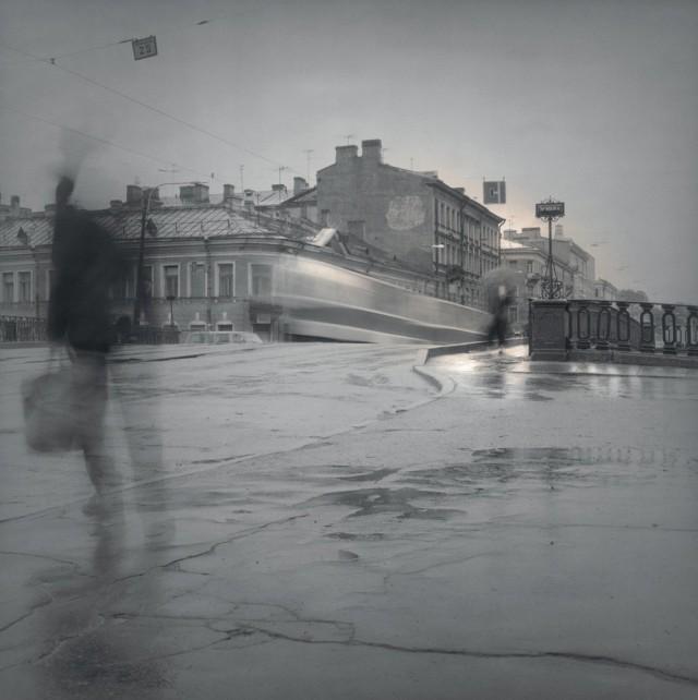 Трамвай на мосту, 1995. Чёрно-белая магия Санкт-Петербурга.  Фотограф Алексей Титаренко