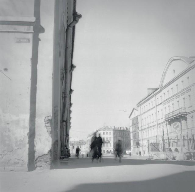 Угол улицы, 1994. Чёрно-белая магия Санкт-Петербурга.  Фотограф Алексей Титаренко