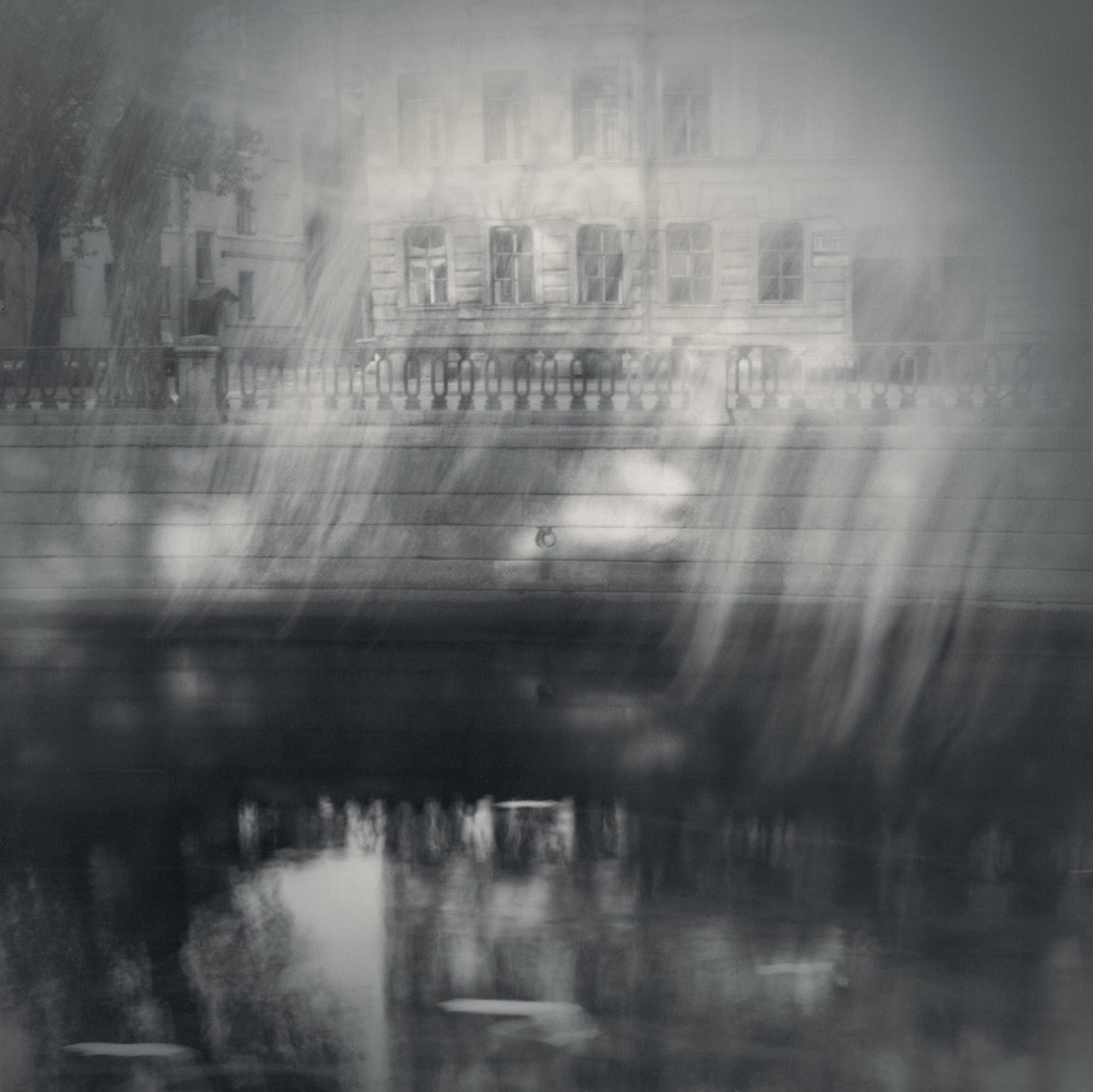 Солнечные лучи, 1995. Чёрно-белая магия Санкт-Петербурга.  Фотограф Алексей Титаренко