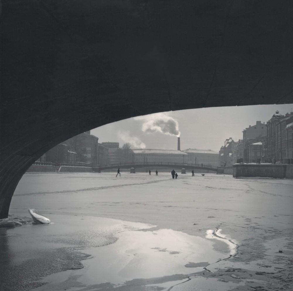 Под мостом на реке Фонтанка, 2006. Санкт-Петербург. Фотограф Алексей Титаренко