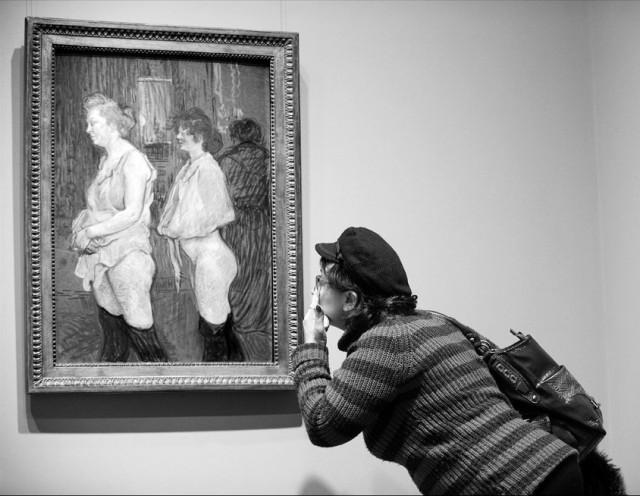 «Наблюдая в Лотрека». «Улица Мулен медицинский осмотр» (1894), Анри де Тулуз-Лотрек. Фотограф Борис Бухман