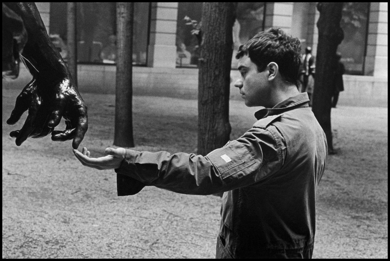 Музей Родена, Париж, Франция, 1998. Фотограф Эллиотт Эрвитт