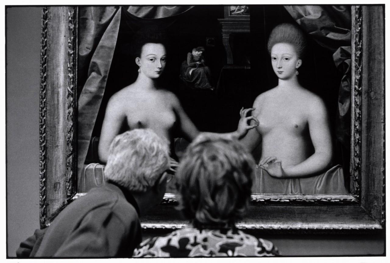 Предполагаемый портрет Габриэль дЭстре (фаворитки Генриха IV) с сестрой. Париж, Франция, 1975. Фотограф Эллиотт Эрвитт
