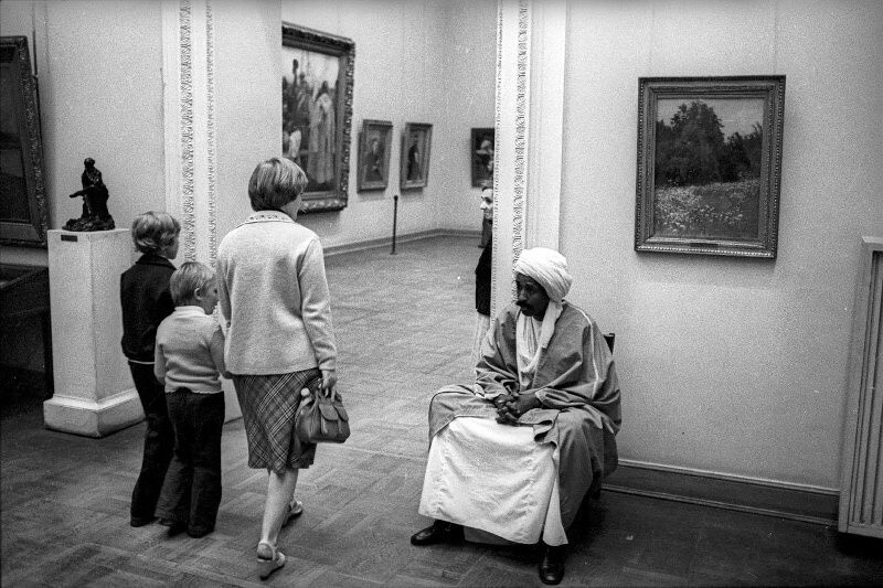 «Устал». Русский музей, Санкт-Петербург, 1990-е. Фотограф Александр Стешанов