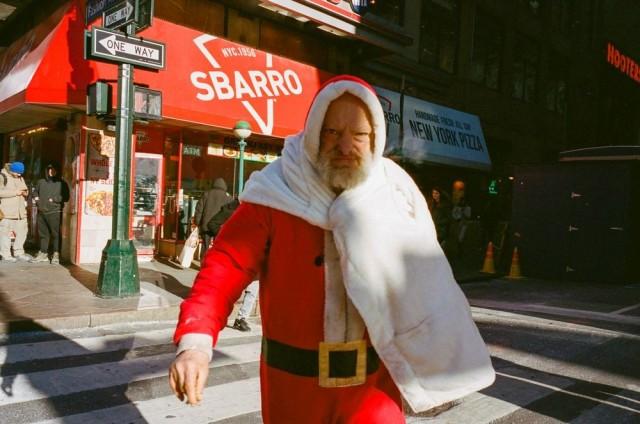 Финалист, 2020. Санта. Из серии «Нью-Йорк – город как сцена». Фотограф Уго де Мело