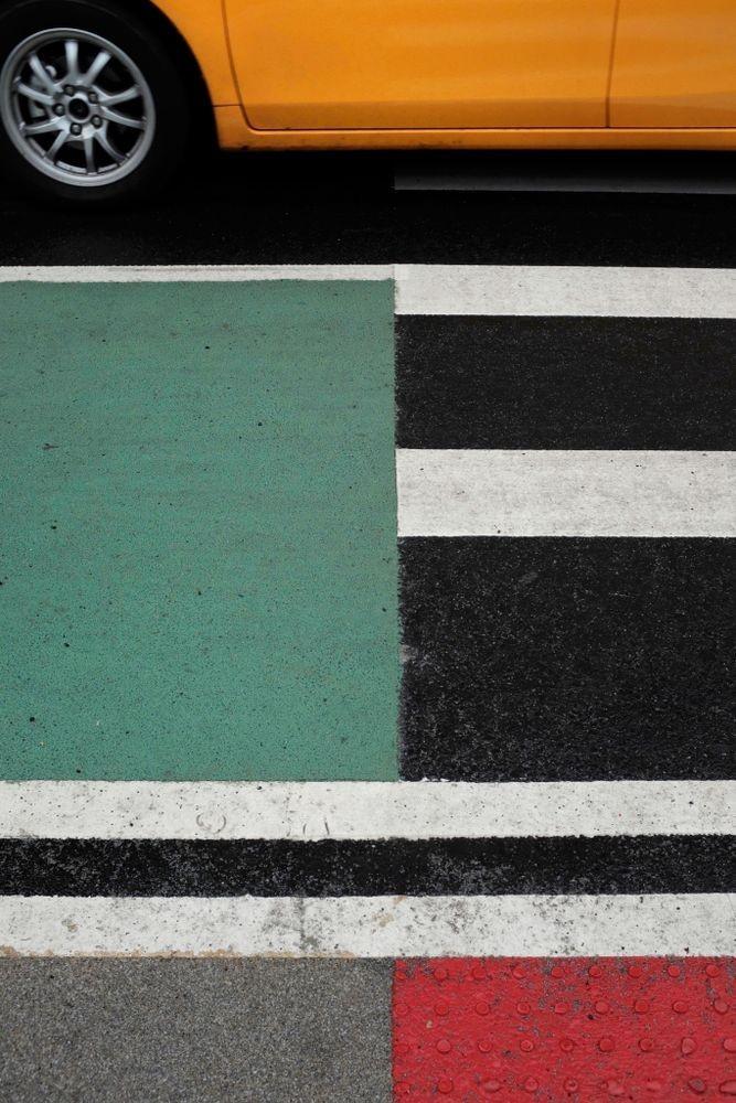 Финалист, 2020. Такси на пешеходном переходе в Нью-Йорке. Из серии «Открытое окно». Фотограф Эрнст П Санц