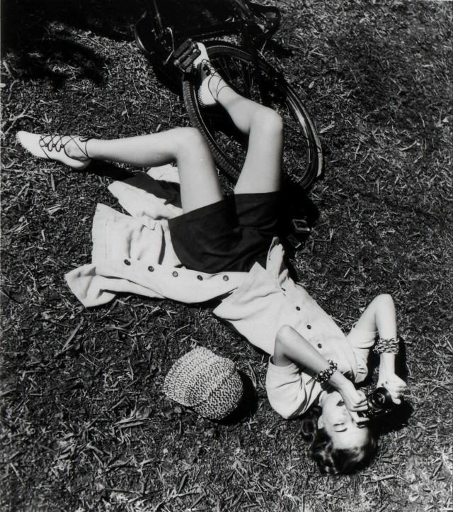 Лиз Гиббонс в образе фотографа, 1938. Фотограф Луиза Даль-Вульф