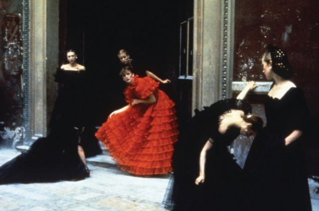Из коллекции Valentino, 1977. Фотограф Дебора Турбевилль