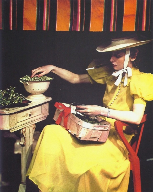 «Лущение гороха». Рекламный снимок, модель Розмари Шанс, 1937. Фотограф Madame Yevonde (Yevonde Philone Middleton)
